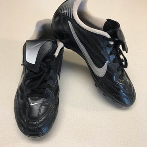 NIKE Black Soccer Cleats-Size 2.5
